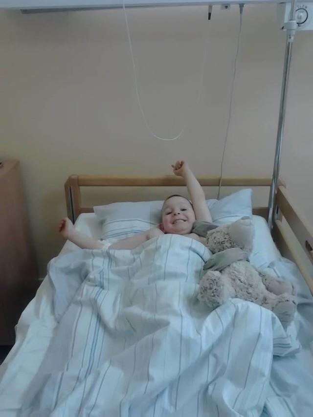 Adaś czeka na operację i rehabilitację w klinice w Stanach Zjednoczonych. Potrzeba na to aż 350 tysięcy złotych
