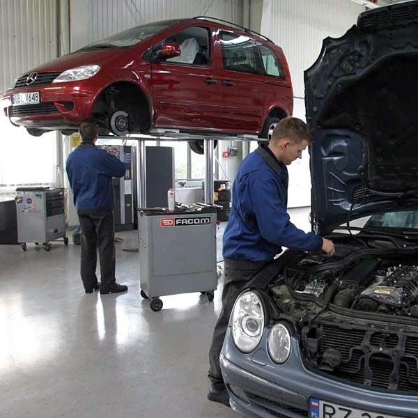 W większości nowych samochodów instrukcja zaleca pierwszą wymianę paska po 100-120 tys., a kolejne co 60 tys. km.