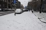 Atak zimy w Katowicach. To pierwsze tak obfite opady śniegu w tym sezonie. Śnieg zasypał ulice i chodniki