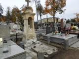 Nie staną z puszkami przy cmentarzu, ale kwesta będzie... w internecie!