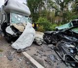 Śmiertelny wypadek na trasie Sztum - Kwidzyn 26.08.2020. Samochód osobowy zderzył się z ciężarówką. Nie żyje jedna osoba!