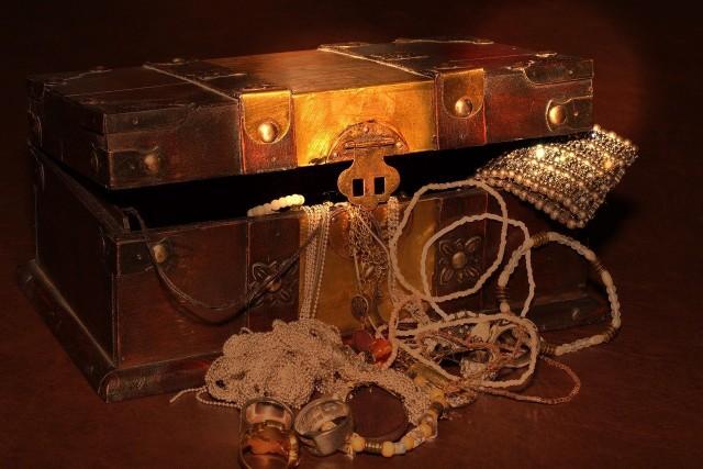 Dziś każdy traktuje 28 ton złota, które ma spoczywać w zamkowej studni w Roztoce, jak potwora z Loch Ness: wszyscy udajemy, że on tam jest, ale nie będziemy go szukać ani badać, bo wszyscy wiemy, że on nie istnieje - mówi Joanna Lamparska.