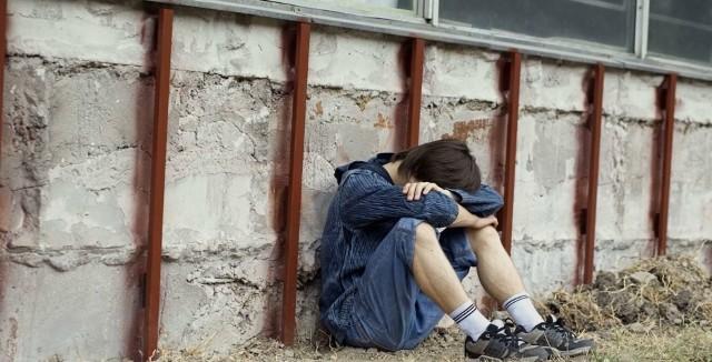 """W nocy z 15 na 16 lipca 2020 miało dojść do próby gwałtu na 14-letnim chłopcu, który przebywał na koloniach letnich w Chłapowie (powiat pucki). W sprawie został aresztowany 43-letni mężczyzna, któremu postawiono dwa zarzuty. Prokuratura Rejonowa w Pucku prowadzi w tej sprawie śledztwo.Czytaj dalej na kolejnym slajdzie: kliknij strzałkę """"w prawo"""", lub skorzystaj z niej na klawiaturze komputera."""