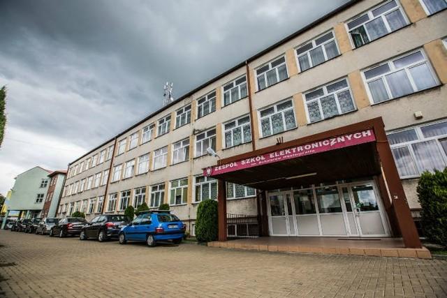 Zespół Szkół Elektronicznych przy ulicy Sadkowskiej będzie zmodernizowany, dzięki wsparciu finansowemu z Unii Europejskiej.