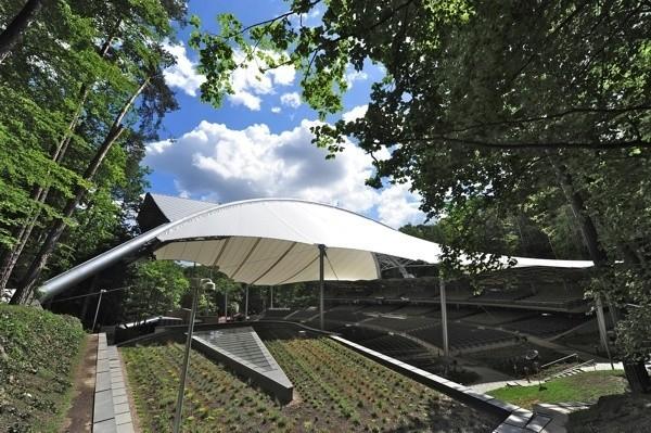 W piątek (3.07) rozstrzygnięto konkurs na zagospodarowania infrastruktury Opery Leśnej w Sopocie oraz terenów wokół obiektu. Konkurs zorganizowany przez urząd miasta w Sopocie skierowany był do młodych architektów Politechniki Gdańskiej.CZYTAJ DALEJ NA NASTĘPNYM SLAJDZIE
