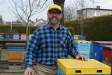 Pszczelarz Leszek Szweda tłumaczy, czym kierować się przy zakupie miodu. Jak poznać dobry i pełnowartościowy miód? Są na to sposoby