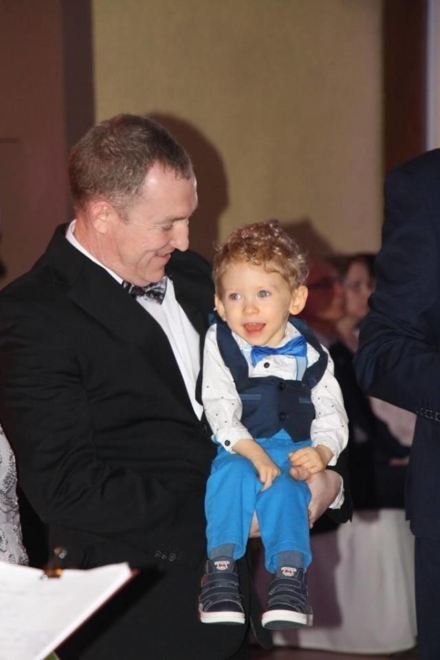 Dokładnie 51 182 zł przekazano właśnie rodzicom 2-letniego Piotrusia Świerca z Łubnian. To dochód z gminnego balu, który w lutym zorganizowano w Luboszycach.