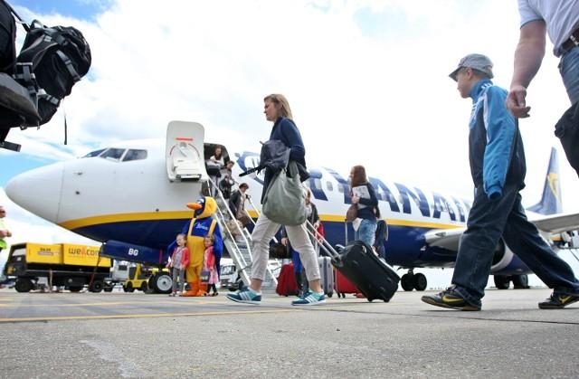 Na lato 2021 Ryanair zbazuje w Krakowie osiem samolotów i zaoferuje 70 tras, w tym trzy nowe - na Korfu, Santorini oraz do Billund. Nie zabraknie wielu innych wakacyjnych połączeń m.in. do Alicante, Bari, Burgas, Podgoricy i Zadaru. Ryanair będzie wykonywał z Krakowa w sezonie letnim (czyli do końca października) ponad 210 lotów tygodniowo.
