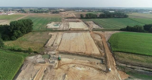 Tak wyglądał plac budowy obwodnicy Kępna, a więc nowego fragmentu trasy S11 w sierpniu 2019 r.Przejdź do następnego zdjęcia ----->