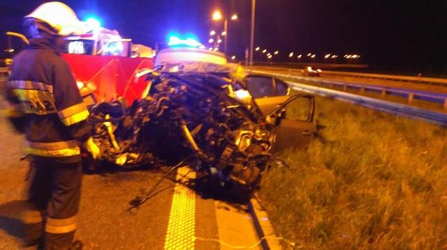 Do wypadku doszło w poniedziałek około godziny 2 w nocy w okolicach węzła autostradowego Włocławek Północ (Brzezie). Służby zostały wezwanie do wypadku m. Klementynowo (pow. włocławski, gm. Brześć Kujawski) na autostradzie A1 dziś w nocy o godz. 1.45. (pcz, jt)Wideo: Śmeirtelny wypadek na autostradzie A1 obok Włocławka. Wypowiedz rzecznik policji we Włocławku