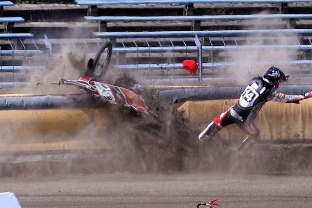 Wypadek Damiana Stalkowskiego w II wyścigu wyglądał strasznie...