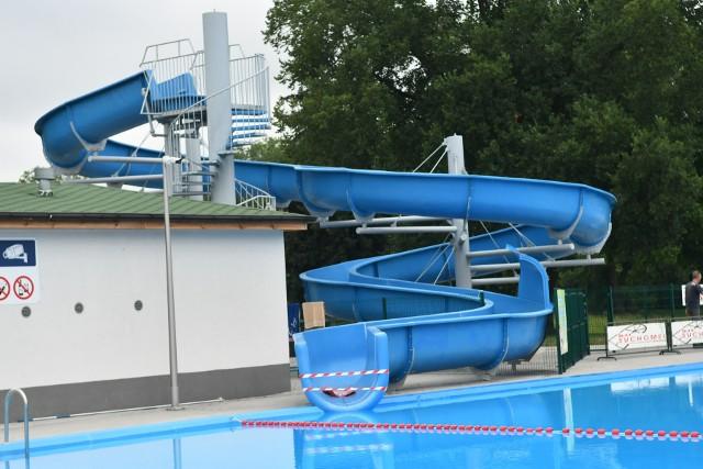 Zjeżdżalnia na basenie w Kostrzynie już drogi rok z rzędu stoi zamknięta. Ma usterki, które trzeba naprawić.
