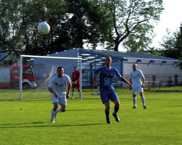 Robert Speichler (w środku w niebieskim stroju) w meczu przeciwko Wiśle Płock zdobył dwie bramki