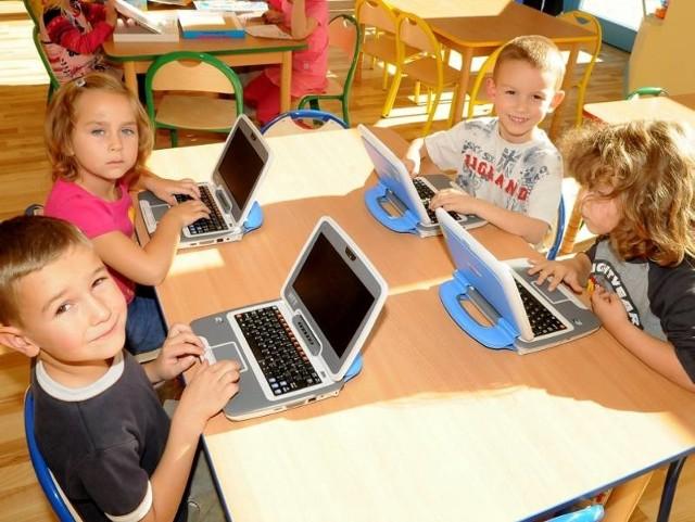 W przedszkolu w Witnicy z komputerów zakupionych przez samorząd korzystają już cztero- i pięciolatki. Od prawej: Damian Czulak, Kacper Wilk, Mikołaj Białas, Julia Miszewska.