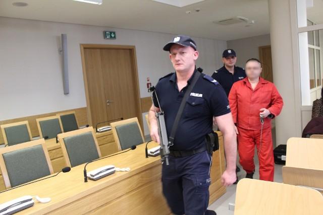 Oskarżony Robert J. już ponad trzy lata siedzi w areszcie tymczasowym
