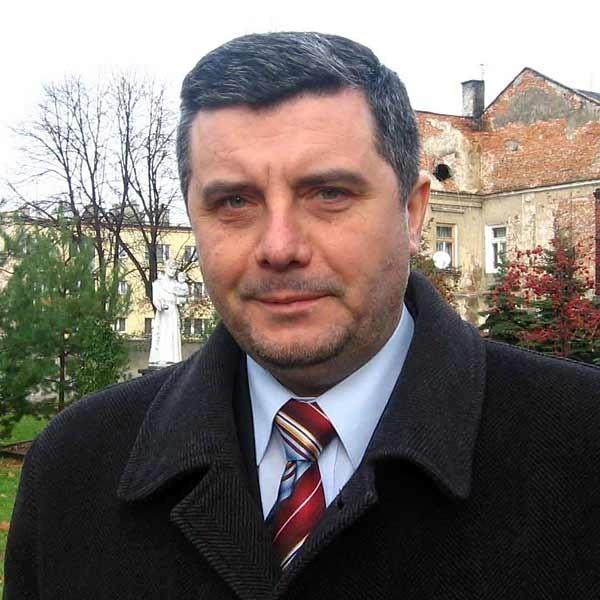 Nowy burmistrz Jarosławia  Andrzej Wyczawski  zlecił  sprawdzenie pracowników, czy nie wchodzili w konflikt z prawem.