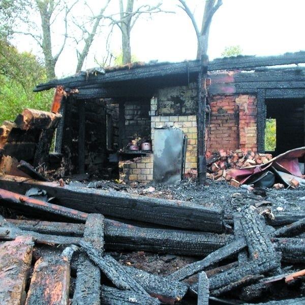 Budynek w Kropiwnicy spłonął doszczętnie, bo właściciel zapomniał zadbać o stan komina. On sam zginął w tym pożarze.
