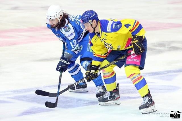 Timo Hiltunen (z prawej) to kolejny Fin, który zagra w klubie z Sanoka