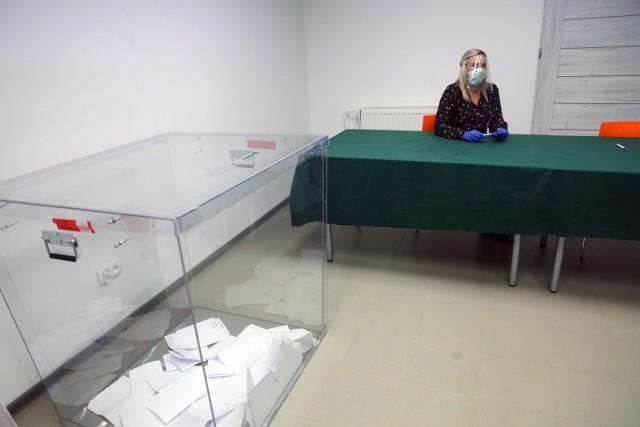 W drugiej turze wyborów na karcie do głosowania znajdowały się dwa nazwiska kandydatów: Duda oraz Trzaskowski. Kto zostanie prezydentem?