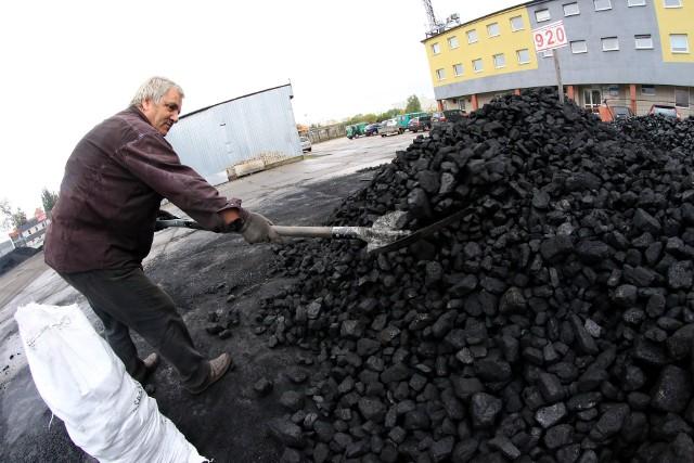 Tona dobrej jakości węgla daje więcej ciepła i jest wydajniejsza niż mułu węglowego, ale jest droższa. Nie wszystkich na to stać