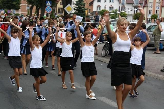 W korowodzie, który przeszedł przez Sławę nie mogło zabraknąć połączonej orkiestry ze Wschowy oraz miasta partnerskiego Luckau.