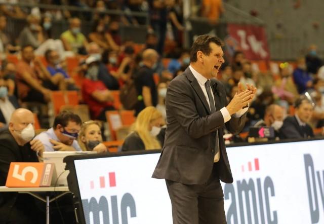 Trener Jarosław Zawadka wciąż czeka na nowych zawodników i pierwsze zwycięstwo