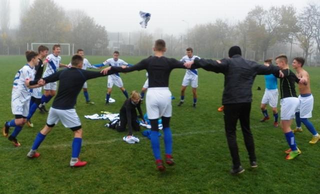 Radość piłkarzy Stilonu Gorzów, którzy wygrali turniej niepodległościowy w Zielonej Górze