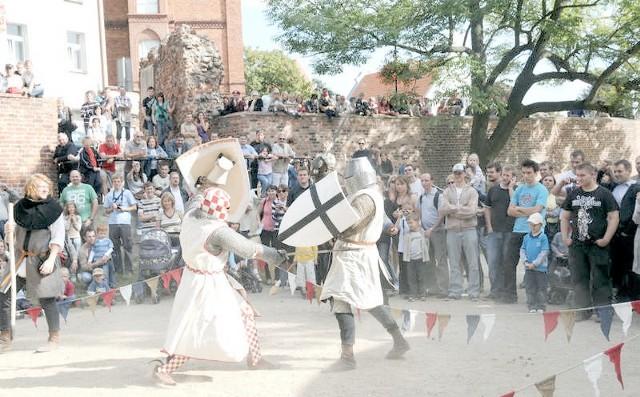 Rekonstrukcje wydarzeń historycznych organizowane przez Centrum Kultury Zamek Krzyżacki za każdym razem mają liczną widownię