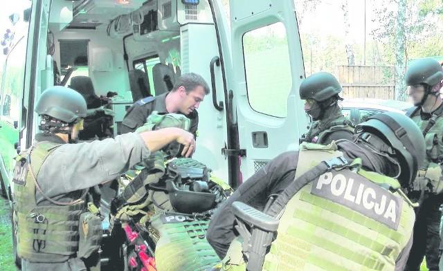 Ćwiczenia odbyły się na terenie Samodzielnych Oddziałów Prewencji Policji w Opolu oraz strzelnicy w Grudzicach. W próbach  uczestniczył również policyjny ratownik medyczny.