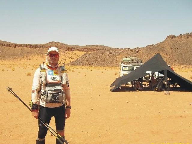 225 km po piaskach pustyni Sahary. Pochodzący z Przeworska Marek Wikiera pokonał jeden z najtrudniejszych na świecie maratonów.