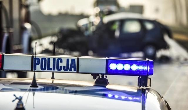 Pisz - Ruciane Nida: Wypadek śmiertelny na DK 58. Czołowe zderzenie mercedesa i skody. Zginął 69-letni kierowca