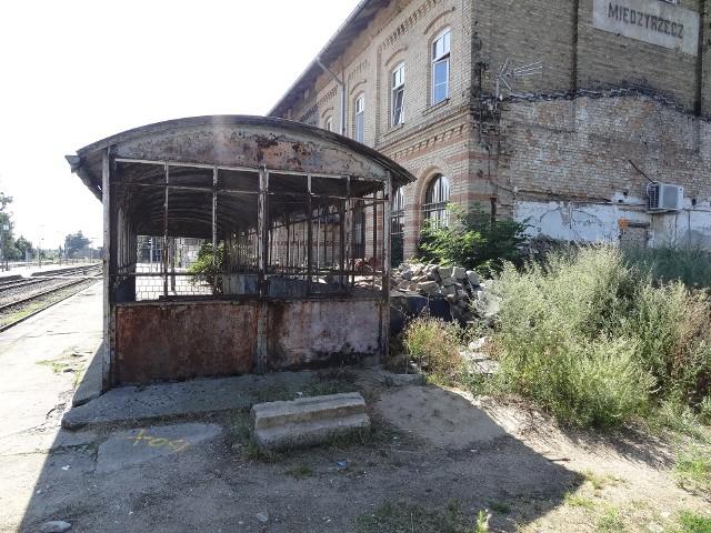 Kiedyś dworzec PKP był wizytówką Międzyrzecza, a dziś...