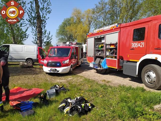 W środę, 12 maja, w Robakowie (gmina Kórnik) w przydrożnym stawie wyłowiono zwłoki 54-letniego mężczyzny.