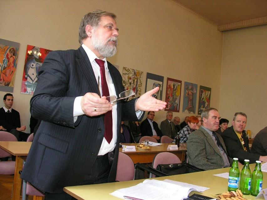 Na sesjach rady miejskiej Julian Kruszyński występował dotąd tylko jako gość. Teraz zasiądzie na miejscu dla burmistrza.
