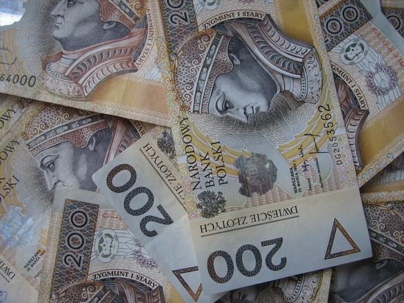 Przez niespełna 2 lata kobiety przyczyniły się do wyłudzenia ponad 110 tysięcy złotych, z których to pieniędzy większa część trafiała do ich kieszeni w zamian za pomoc w transakcjach bankowych.