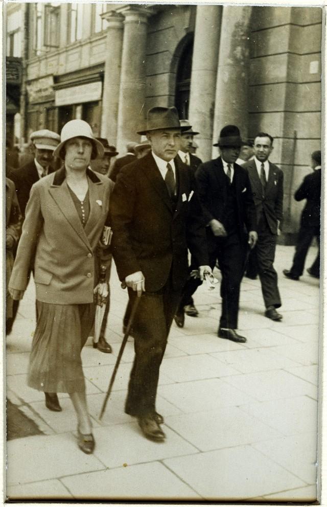 Maria i Stanisław Kalinowscy na Krakowskim Przedmieściu w Lublinie.