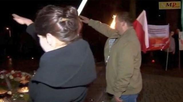 """10 listopada 2013 roku członkowie Narodowego Odrodzenia Polski zorganizowali manifestację. Oskarżeni  unieśli prawe ręce w charakterystycznym geście pozdrowienia """"heil Hitler""""."""