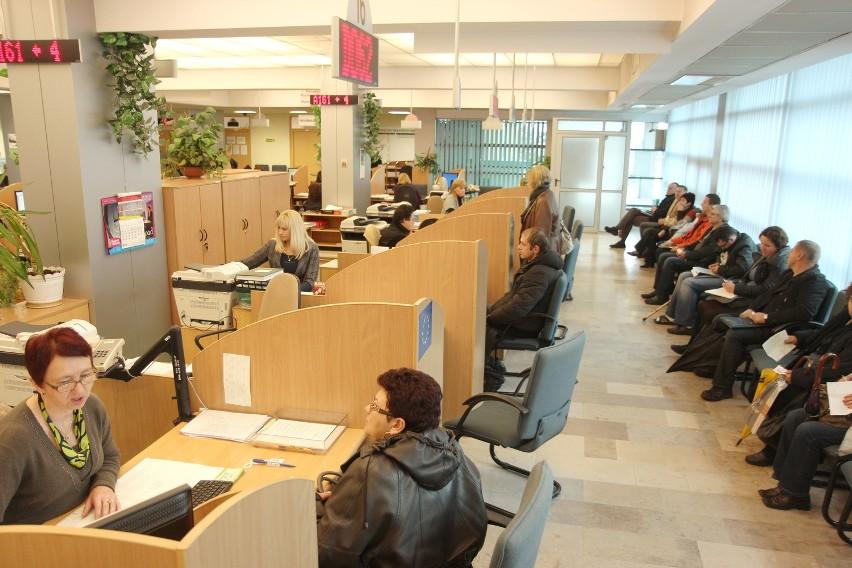 ZUS namawia: Emerycie, przekonaj się do konta bankowegoOd dziś do końca tego tygodnia przedstawicieli banków można spotkać w lubelskim ZUS. Będą do dyspozycji klientów w oddziale w Lublinie oraz w terenowych inspektoratach.