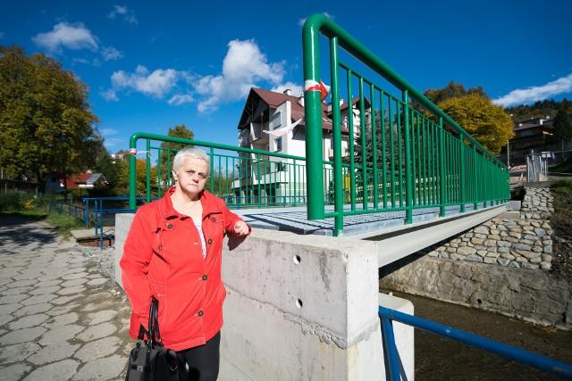 Anna Radziak jest zaskoczona mostkiem, który powstał na potoku Kryniczanka. - Na razie wygląda to absurdalnie. Liczę, że gmina tak tego nie zostawi i będzie można na niego wejść - mówi kryniczanka