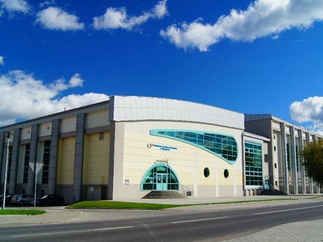 Powiatowego Centrum Sportowego w Staszowie wybudowano w niespełna 2,5 roku za 25 milionów złotych. Właśnie mija rok od jego utworzenia.