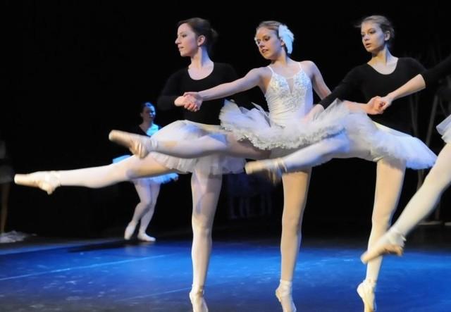 Społeczne Ognisko Artystyczne Lubuskiego Towarzystwa Muzycznego im. H. Wieniawskiego zaprosiło w poniedziałek do Lubuskiego Teatru na pokaz swoich grup sekcji baletowych i tanecznych
