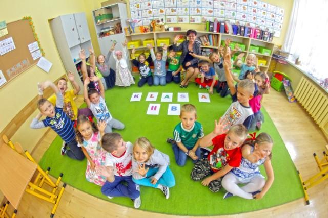 Taka klasa istnieje i to fakt. Wychowawcą tej wyjątkowej drużyny jest pani Wioletta Wilińska. Dlaczego wyjątkowej? A dlatego, że w działania wychowawcze w tej klasie bardzo zaangażowani są nie tylko uczniowie i wychowawca, ale i rodzice, a nawet rodziny.