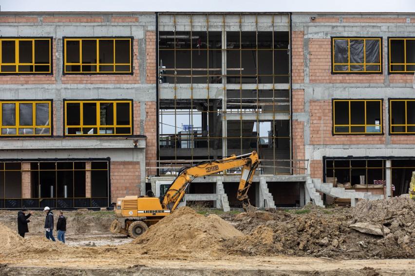 W przyszłym roku w Rzeszowie ruszy nabór do zupełnie nowej szkoły na osiedlu Drabinianka. Obiekt zapowiada się imponująco [ZDJĘCIA]