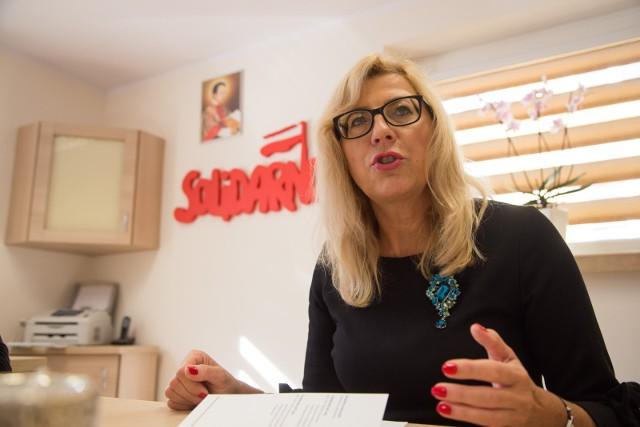 Agnieszka Rzeszewska z PiS mówi, że choć w 2017 roku była przeciw utworzeniu szkoły to teraz sytuacja się zmieniła. - Bo w ośrodku na Antoniuku zwolniło się miejsce. Wyprowadziła się stamtąd szkoła niepubliczna – mówi.