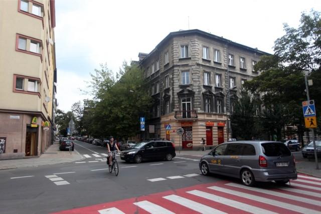 Była próba skrzyżowania równorzędnego u zbiegu ulic: Krowoderskiej i Szlak.