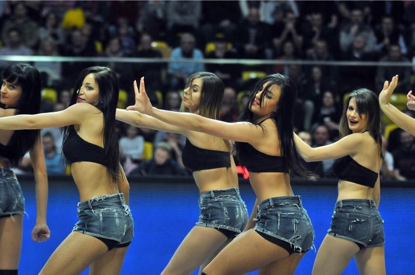 """Cheerleaderki ozdobą koszykarskich derbów Trójmiasta. """"Uwielbiamy tańczyć!"""" [WIDEO]"""