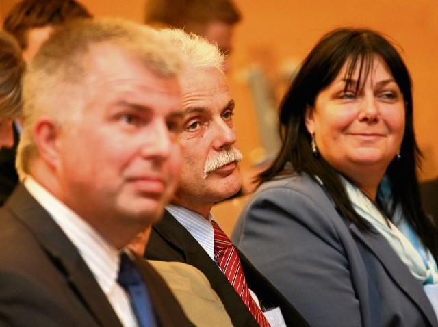 Marek Łapiński, Stanisław Huskowski i Ewa Wolak głosowali za zmianami, czyli za zmniejszeniem dofinansowania Dolnego Śląska
