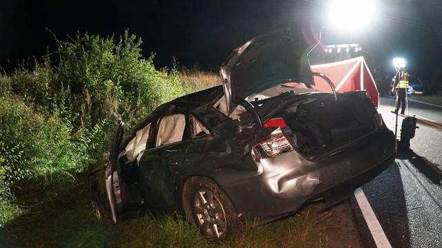 Do tragedii doszło na DW 449 w miejscowości Ligota (pow. ostrzeszowski). Policjanci otrzymali zgłoszenie o zdarzeniu dokładnie o północy w nocy z wtorku na środę.Przejdź do następnego zdjęcia ----->
