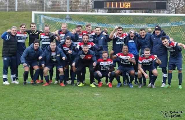 Tak piłkarze Polonii Środa cieszyli się z wygranej w Kołobrzegu