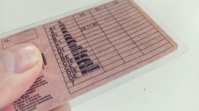 Prawo jazdy, które pokazał policjantom 37-latek nie należało do niego.